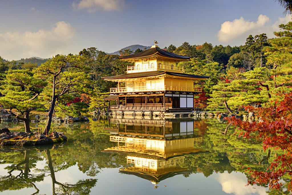 sitios-que-no-te-puedes-perder-en-japon-fushimi-kinkaku-ji